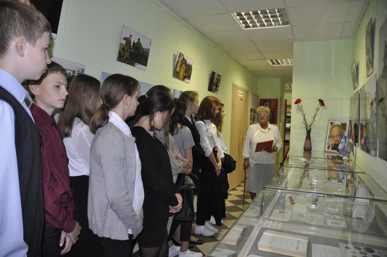 В музее истории г. Балабаново состоялась экскурсия, посвященная памяти нашего земляка, военного обозревателя Владимира Сварцевича