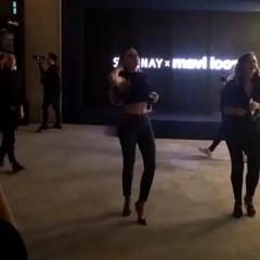 """Gizli Kalmasın Mag on Instagram: """"Serenay Sarıkaya, reklam yüzü olduğu Mavi'nin koleksiyon tanıtımına katıldı. #serenaysarikaya #serenaysarıkaya #m..."""