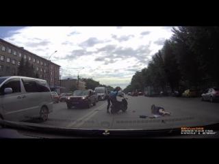 Мопед сбил женщину на проспекте Дзержинского