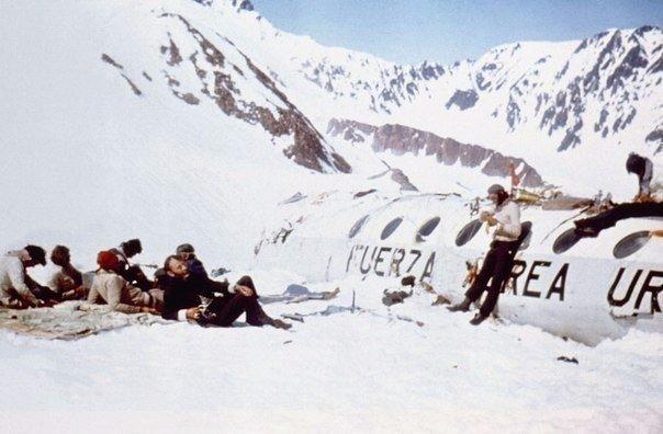 Чудо в Андах 13 октября 1972 года самолет, на борту которого находились игроки уругвайской команды по регби Old Christians из Монтевидео, а также их родственники и спонсоры, потерпел крушение в