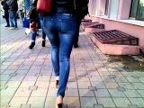 Попа в джинсах