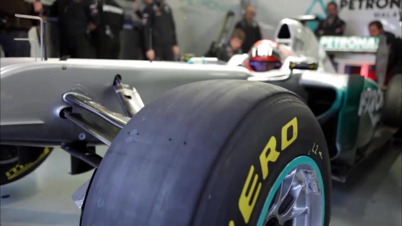 F1 2011 - Mercedes GP - Michael Schumacher preparing in the garage