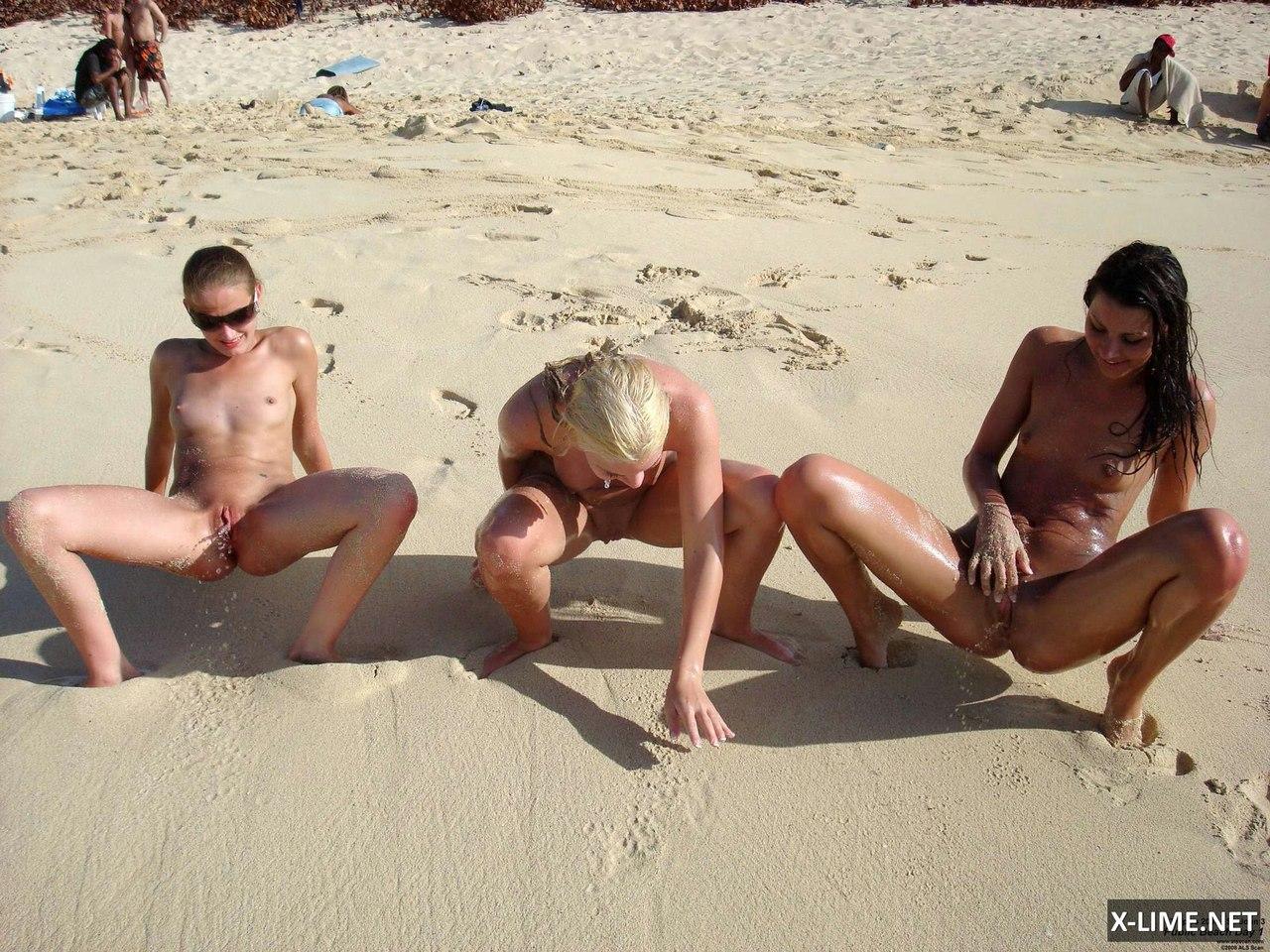 Фото девушек писающих на пляже 3 фотография