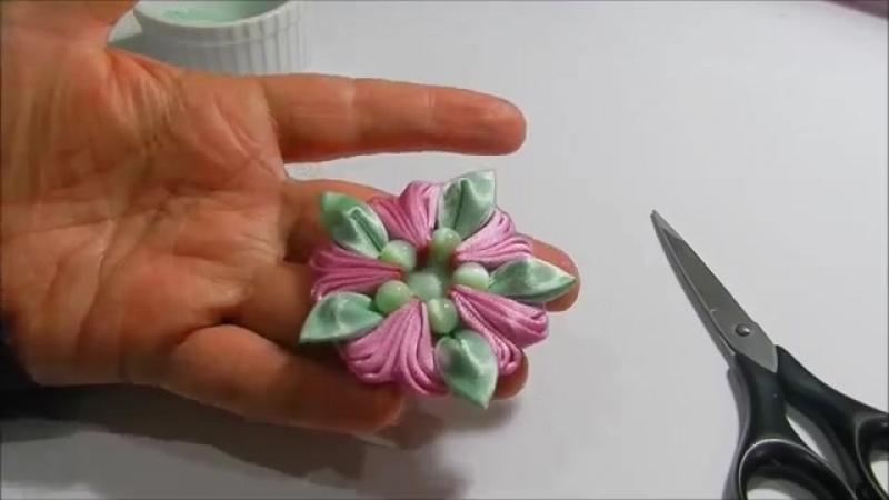 Flor con pluma en cintas tutorial
