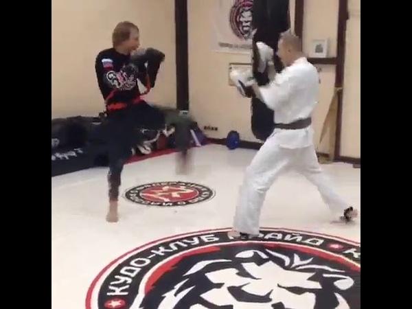 Мощная работа с тренажёром Fight Belt от band4power