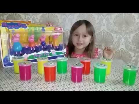 Маленькая Мелисса открывает набор Игрушек и много ярких лизунов / Игры для детей / Kids Show