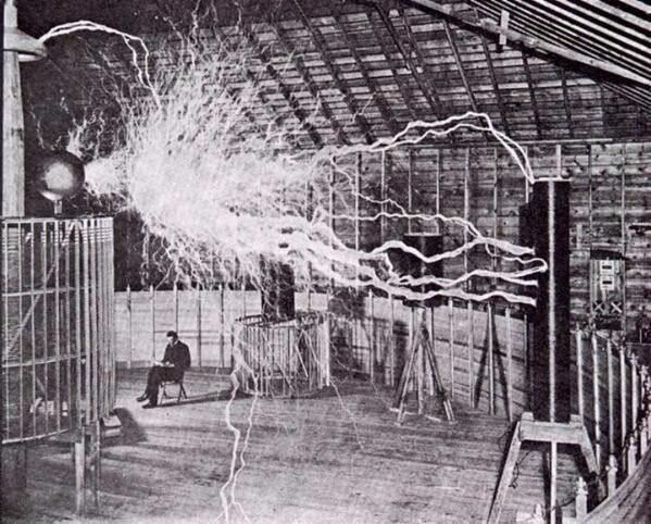 Никола Тесла за работой, 1899