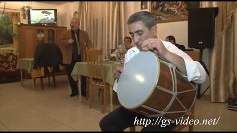 Артист уровня дзен Армянский виртуоз барабанщик музыка ритмы дхол