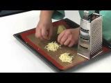 Свежий салат с красной фасолью и сырными чипсами