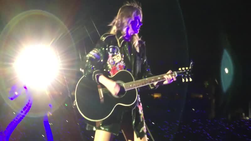 Taylor Swift - All Too Well (Acoustic) (Live at Reputation Stadium Tour, Glendale)