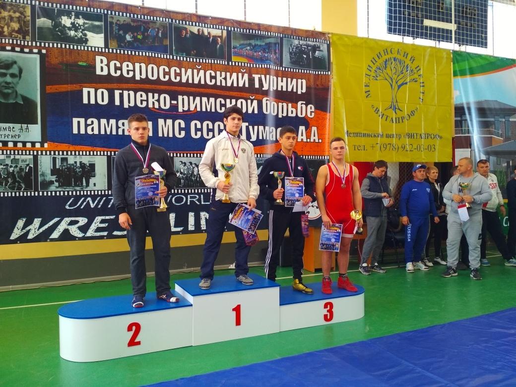 Спортсмены из Донецка завоевали 4 комплекта медалей на соревнованиях по греко-римской борьбе в Симферополе