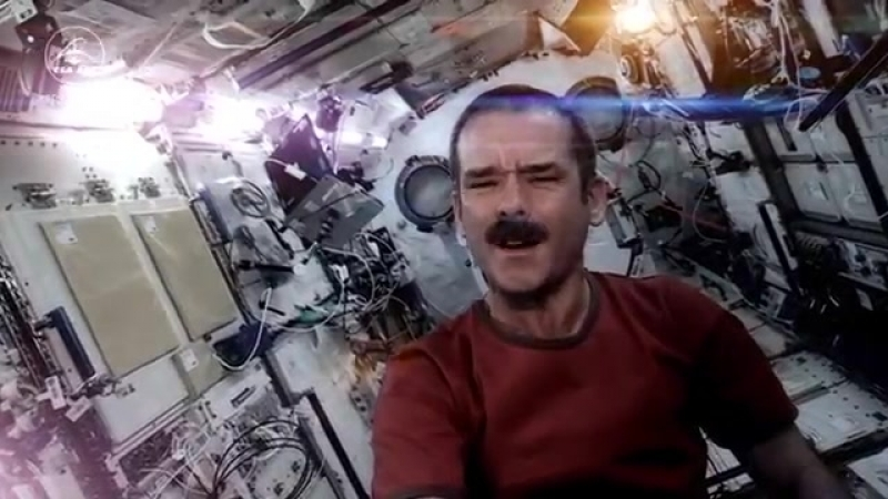Chris Hadfield sings on ISS David Bowie - Space Oddity