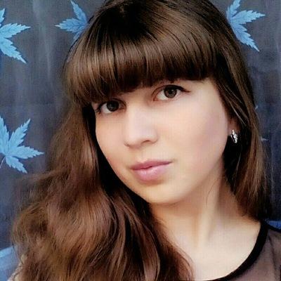 Анна Попинова