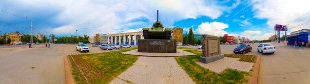 Танк Т-34 на площади Дзержинского г. Волгоград