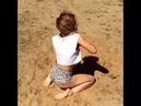 Девушка танцует на природе. Ей всего 15 лет