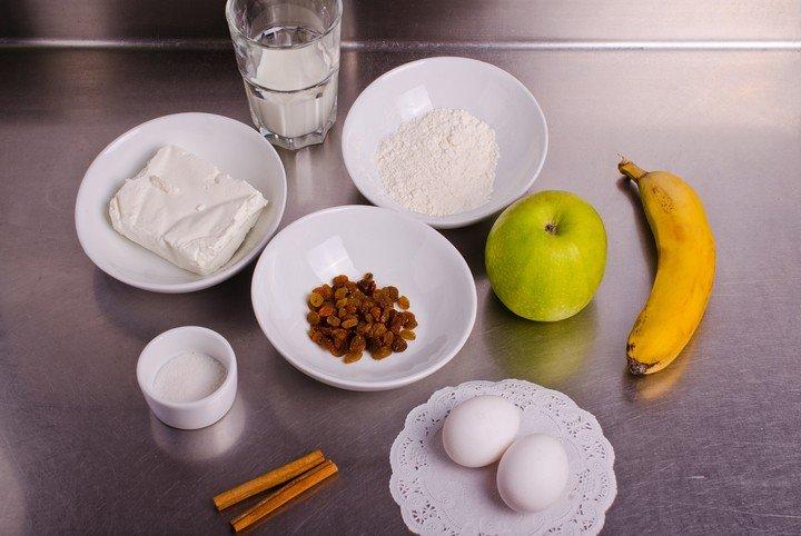Блины с творогом и фруктами Ингредиенты: Яйца куриные —