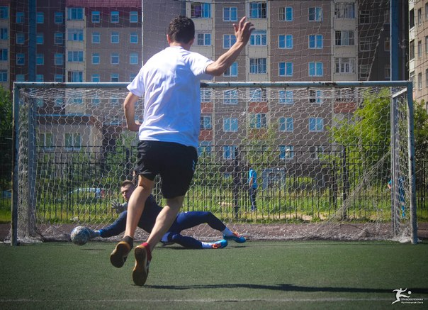 Подготовил эшафот для соперника в финале, но Аркашкин оказался евнухом и совершил каминг-аут своей трансгендерности прямо после решающего удара в каркас ворот.