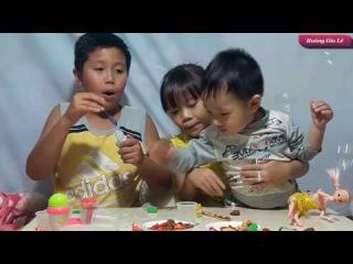 Hoàng Gia Lê: Thổi Bong Bóng Xà Phòng   Đồ Chơi Trẻ Em - blowing soap bubbles extremely pleased
