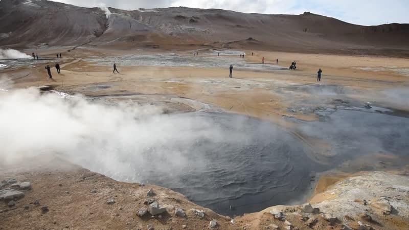 Поля фумарол в геотермальной области Наумафьядль (Námafjall)
