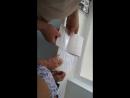 Вялая попытка вырвать аусвайс из рук подростка как в зоопарке хлеб