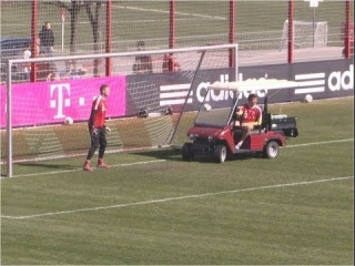 Funny Thomas Müller drives a golf cart