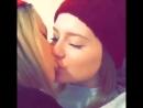 Страстный поцелуй милых подруг