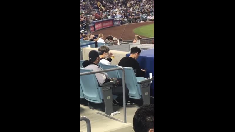 [VIDEO] 19/05/08 BTS Suga on the LA Dodgers Game