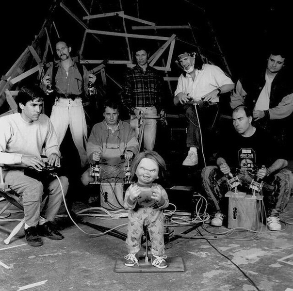 7 человек работают над «оживлением» знаменитой куклы Чаки. 1990г.