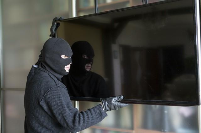 Таганрогские полицейские по горячим следам раскрыли кражу телевизора