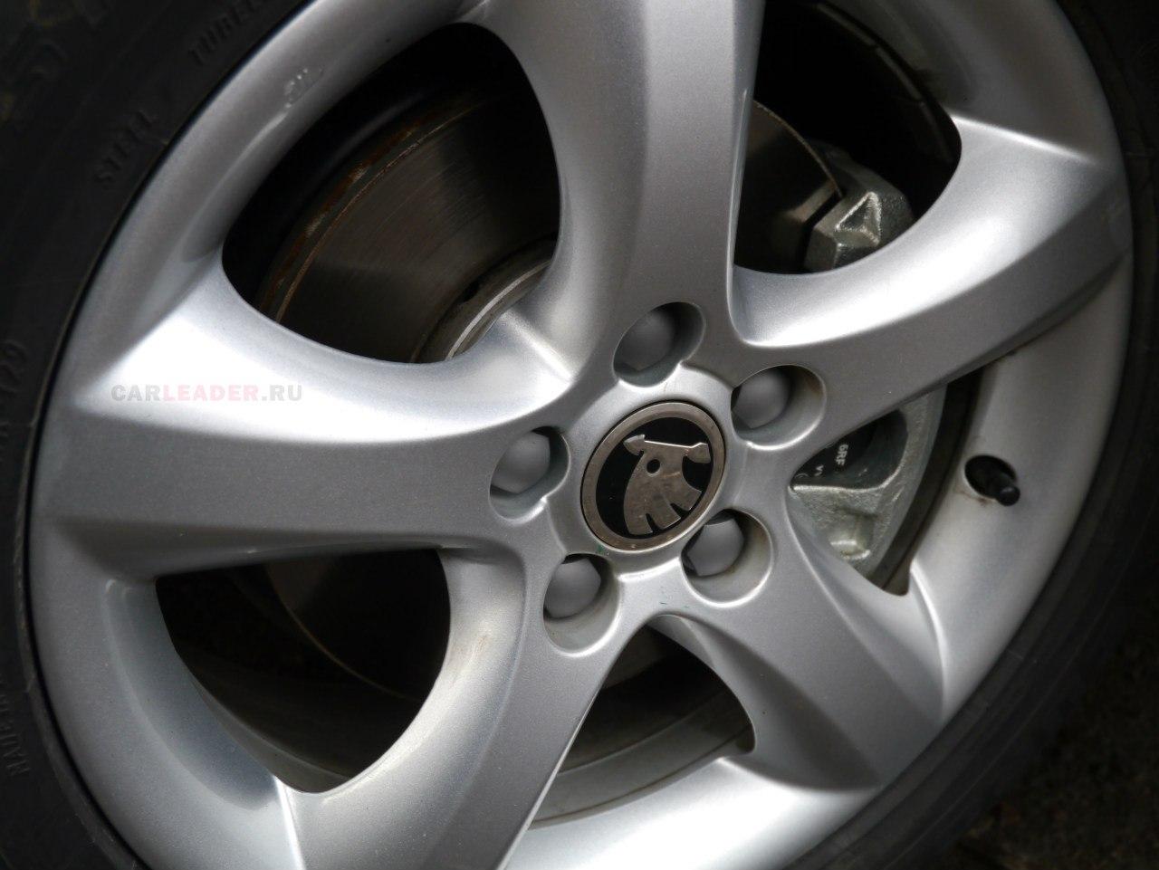 Красивые алюминиевые диски за одну московскую зиму могут покрыться паутинками.