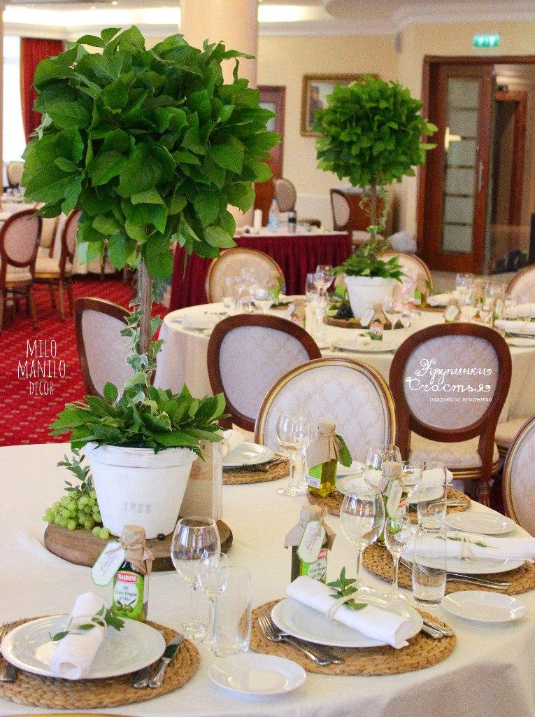 деревья на столах как украшение итальянской свадьбы