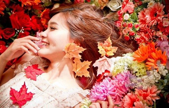 Картинки осенью женщина золотом светится