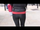 Сэксуальная девочка с шикарной попкой в черных леггинсах, засняли со всех ракурс