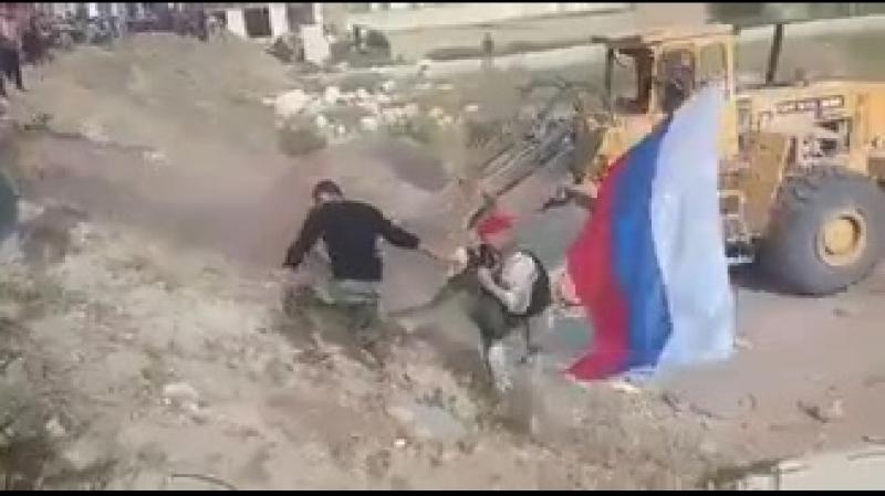 Военная полиция РФ заходит в анклав зеленых для принятия его сдачи.