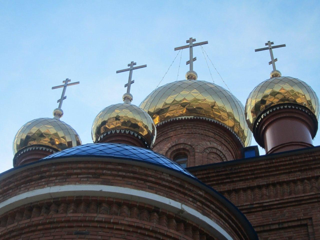 Купола храма - в любимом ракурсе моего гида Володи (03.07.2014)
