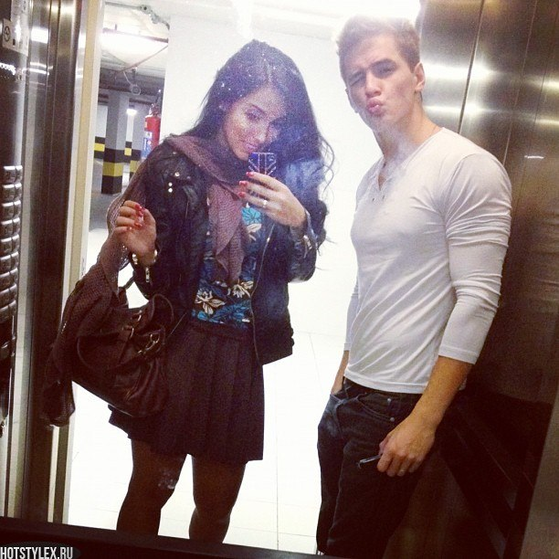 фото парень с девушкой наслаждаются