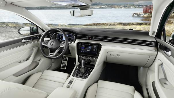 Volswagen представил обновленный Passat. 7 главных фактов. Passat 8 поколения выпускается с 2015 года и в Европе выступает бестселлером. В России у импортируемой модели всё не так радужно за