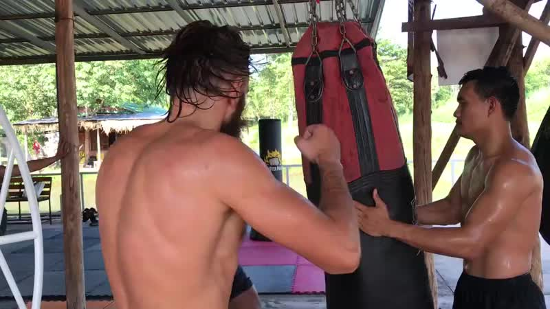 Banchamek Gym (Buakaw Banchamek, บัวขาว บัญชาเมฆ)