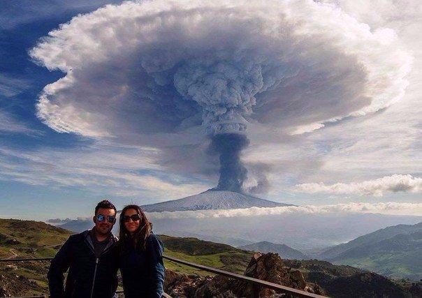Селфи на фоне вулкана