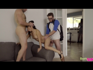 Jasmine gomez (step family threesome) секс порно