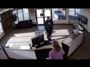 Рукожопый грабитель при попытке ограбить магазин