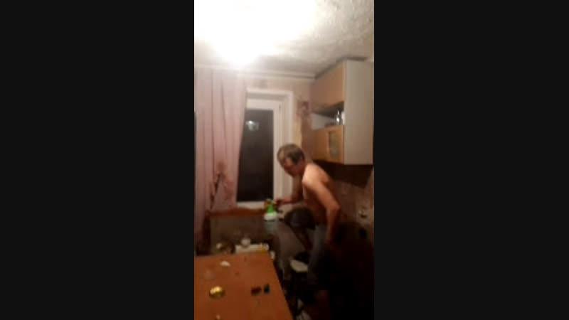 Нанял гастера сделать ремонт а он всю кухню разбомбил засранец И еще говорит что звать Ваня