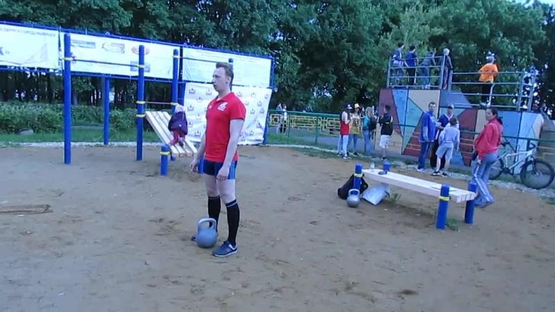 Hard kettlebell juggling challenge от Игоря Губинова. Косой бросок через голову 16кг 4 оборота (32 раза)