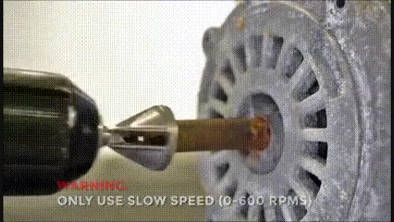 Насадка на дрель для срезания кромки болтов и удаления заусенцев