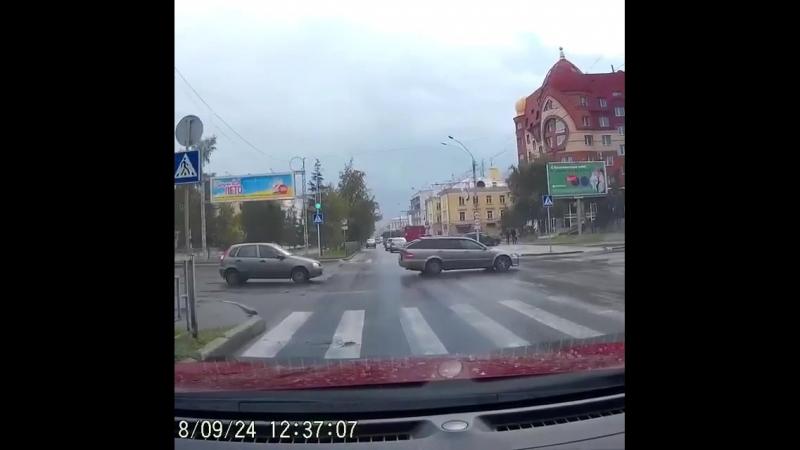 Чуть не случилось ДТП на проспекте Ленина