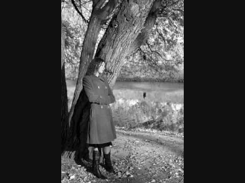 فيروز - بيذكّر بالخريف Fairouz - Autumns leaves