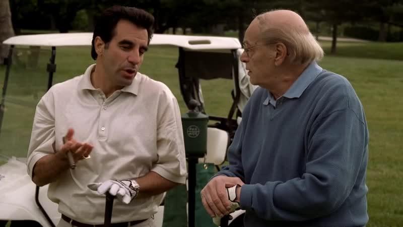 (Клан Сопрано S04E12_02) Кармайны и Джонни Сэк играют в гольф. Кармайн-младший - ёбаный сынок.