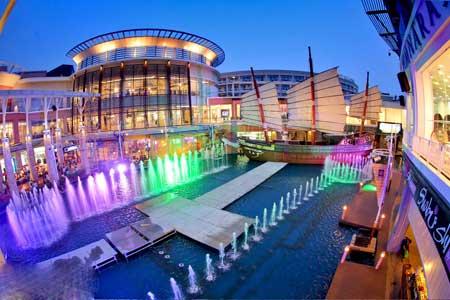 Благодаря Пхукету и Самуи, до которых можно добраться за несколько минут из Бангкока, достигается хорошее сочетание отдыха в городе и островного туризма.
