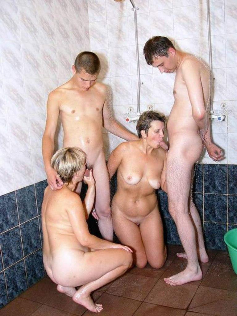 Трах тетки в душе смотреть онлайн 6 фотография
