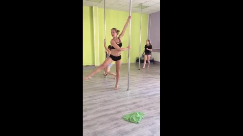 Карина Смелова. Пилон акробатик для начинающих.